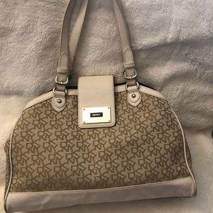 DKNY purse !!
